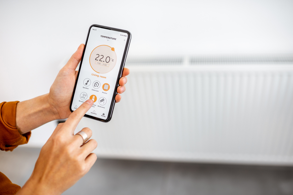 Controlling,Radiator,Heating,Temperature,With,A,Smart,Phone,,Close-up,With
